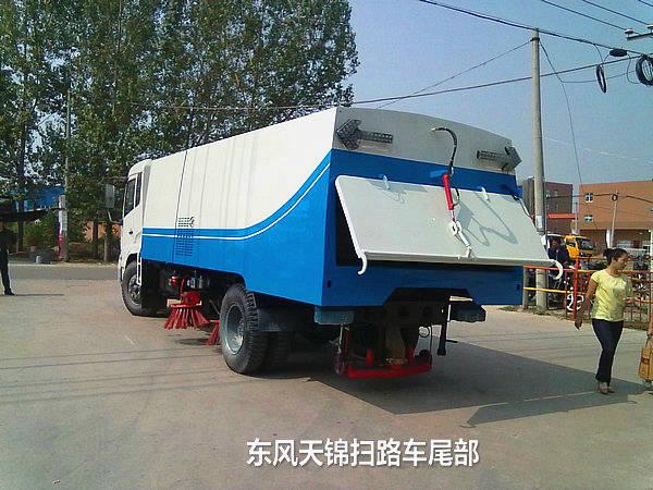 湖北程力新推出东风天锦带洒水扫路车