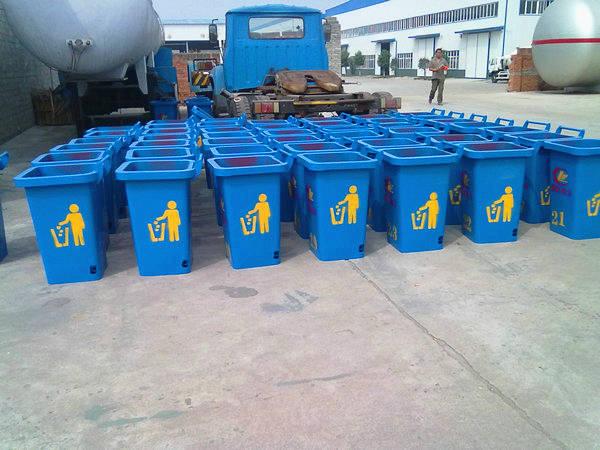 为客户订做的一批挂桶式垃圾车用垃圾桶