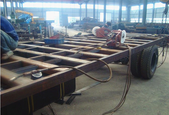 东风天锦平板运输车,特殊定制的平板运输车