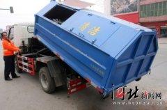 河北邢台市任县在我厂定购的拉臂式垃圾车正式