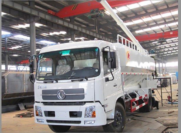 湖北程力最新研发的散装饲料运输车给畜牧业养