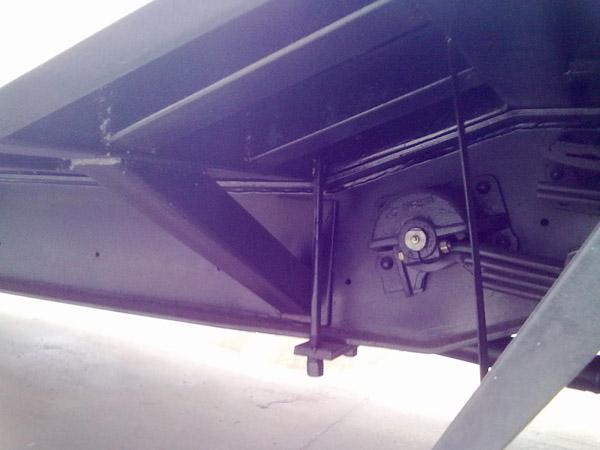 湖北程力又推新车型:东风超低凹式挖机运输车
