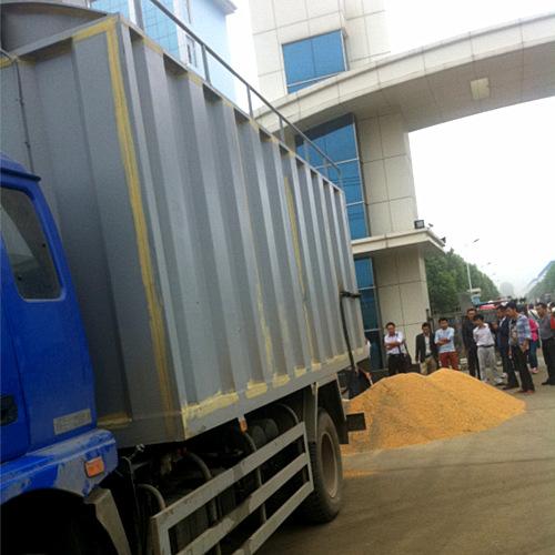 全国首台散装小麦稻谷运输车亮相湖北程力