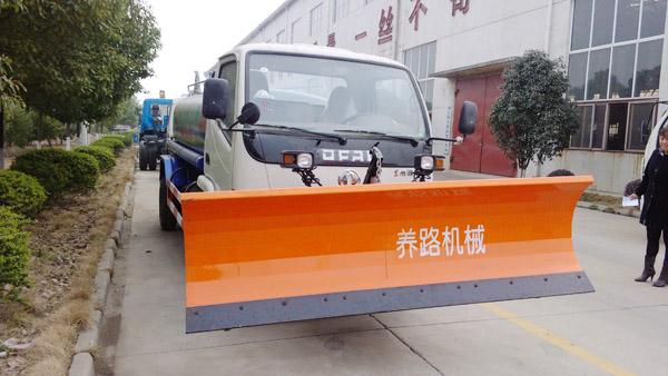湖北程力最新出品东风劲卡洒水带铲雪多功能车