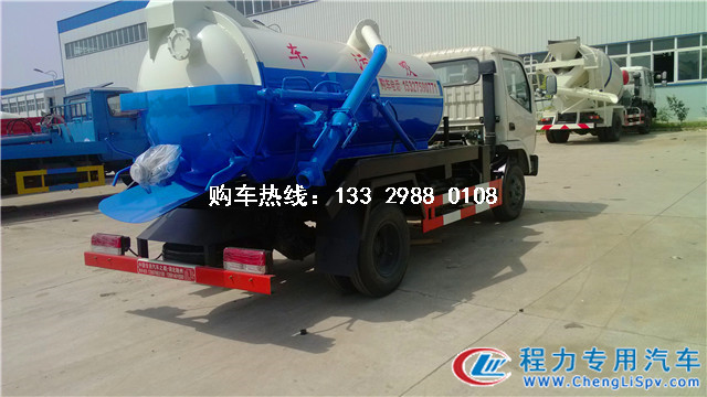 上蓝牌的东风小型吸污车-2-3方吸污车