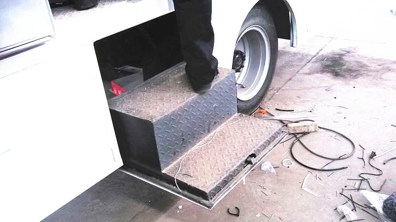 福田祥锐7D电影车在车间紧张制作中。。。