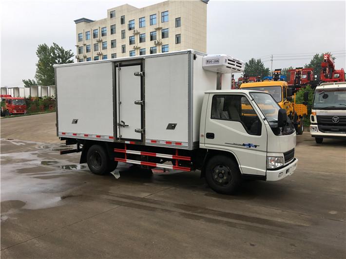 国五江铃厢长4.2米冷藏车多方位图片二