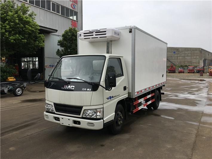 国五江铃厢长4.2米冷藏车多方位图片四