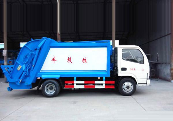 东风锐铃5方压缩式垃圾车多方位图片二
