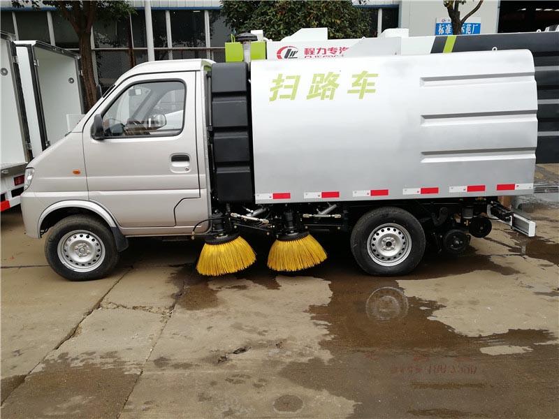 长安小型扫路车多方位图片二
