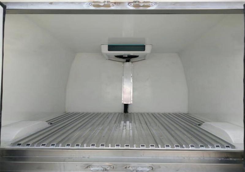 国五依维柯面包冷藏车多方位图片五