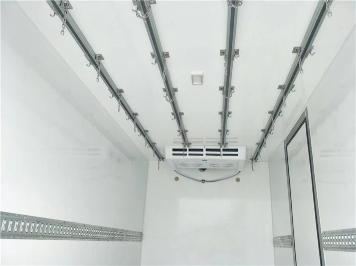 东风小多利卡冷藏车4.2米多方位图片四