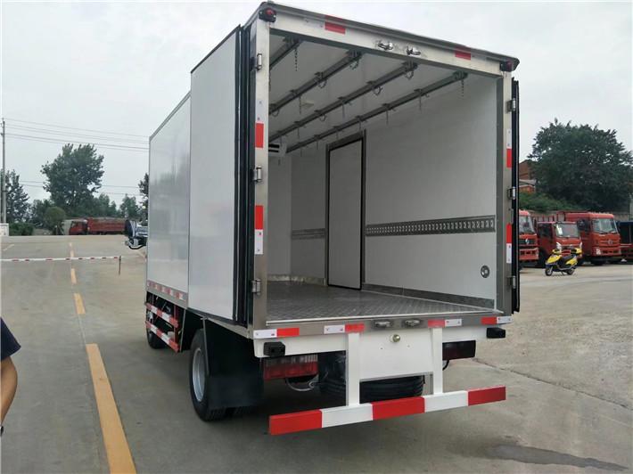 东风小多利卡冷藏车4.2米多方位图片五