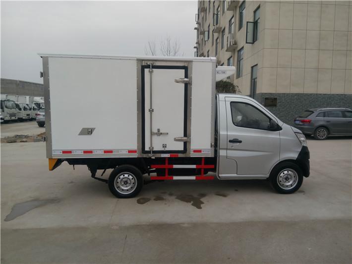 长安国五小型冷藏车多方位图片二