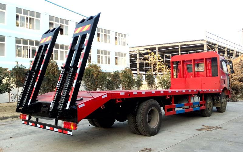 解放J6小三轴平板运输车多方位图片二