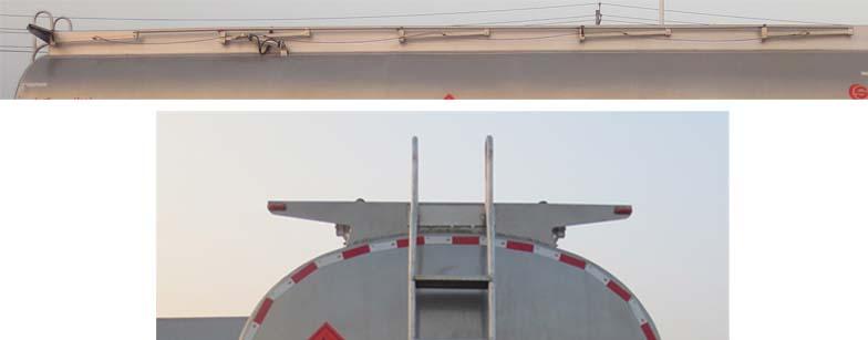 22.5立方东风后双桥铝合金运油车多方位图片三