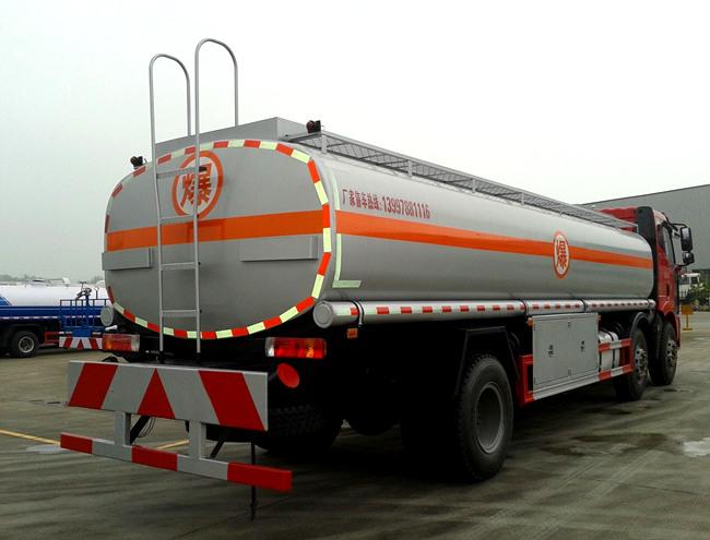 国五解放小三轴26方油罐车