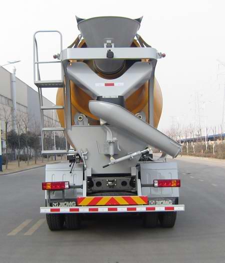 重汽后双桥混凝土搅拌运输车多方位图片三