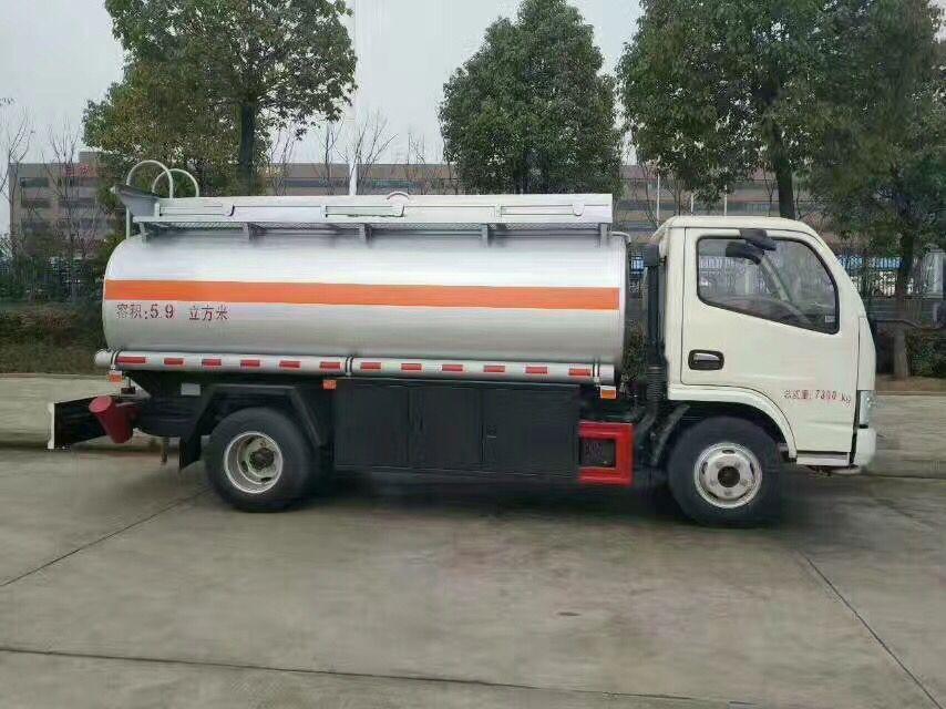 国五东风5吨小型加油车多方位图片二