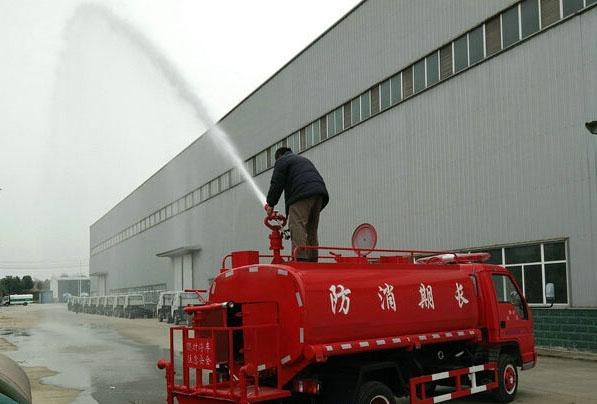 东风双排森林消防洒水车多方位图片三