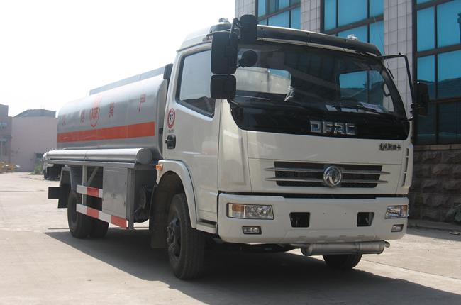 东风多利卡8-10吨加油车多方位图片三