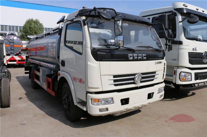 东风多利卡8-10吨加油车多方位图片二