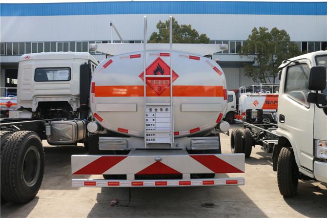 东风多利卡8-10吨加油车多方位图片四