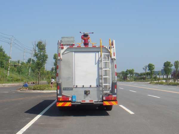 斯太尔单桥水罐消防车多方位图片二